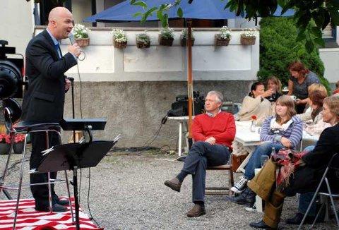 Fin blanding: Fredrik Steen var i storform og underholdt et takknemlig publikum på elleVilla i går. (Foto: Siw Normandbo)