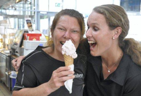Fikk gjennomslag: Monica Nyberget og Anne Sofie Akselsen fikk endelig Diplom-is til å selge dem rosa softis.