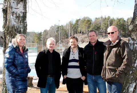 Tone Berge Hansen (politiker Ap), Trond Ingebretsen (politiker Ap), Steinar Planting (nestleder Brevik Idrettslag), Thor Kamfjord (politiker Ap) og Terje Haukedal (leder BIL).