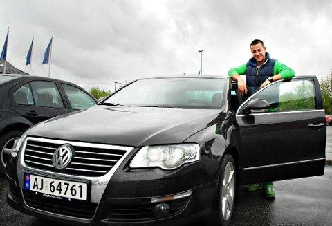 Fornøyd: Ermin Begic (32) fra Skiptvet er fornøyd med sin nye Volkswagen Passat, selv om det elektriske anlegget laget litt trøbbel i starten.