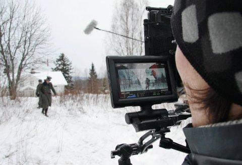 HÅNDHOLDT: Hele filmen er filmet med håndholdt kamera. Særlig på innendørsscene gir det en ekstra nærhet til filmens karakterer.