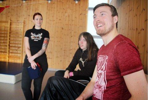 FLINKE: Studentene Mariann Markussen Krane, Gunn-Sissel Giæver-Haugland og Mats Haug Johansen var imponert over barnas ferdigheter.