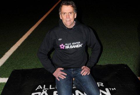 Daglig leder i Østfold Fotballkrets, Øyvind Strøm, er godt fornøyd med utviklingen på jente og damesiden i kretsen. Aldri har de vært flere på fotballbanen. (Foto: Ole-Morten Rosted)