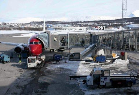 AVGANG: Norwegians DY385 fotografert på Langnes før avgang mot Oslo torsdag. I dag er de fleste flygerne fast ansatt, men på sikt ønsker Norwegian å bruke flere og flere flygere på vikarkontrakter.  Foto: Vidar Dons Lindrupsen