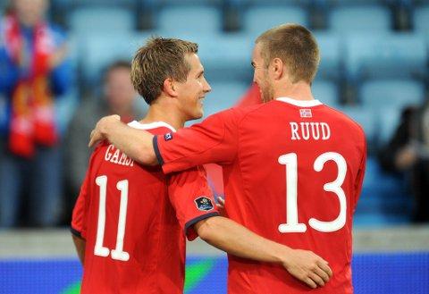 Espen Ruud er en av fem landslagsspillere fra Heistad de siste ti årene. Her sammen med Morten Gamst Pedersen.