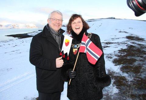 Statoils Øystein Michelsen og Nordkapp-ordfører Kristina Hansen på Veidnes.