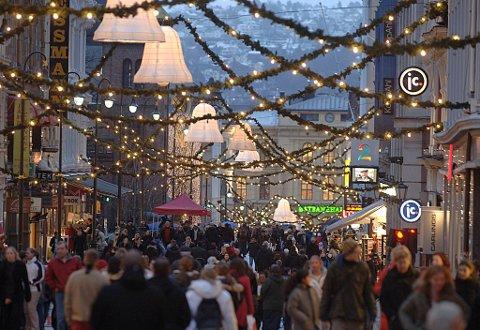 Ordningen med halv skatt i desember gjør at nordmenn har mer å handle for. Det var for øvrig LO i sin tid som onsket at arbeidsfolk skulle ha nok penger til jul. Politikerne vedtok den nye skatteregelen i 1953.
