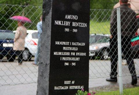 MOTSTANDSKJEMPEREN: Det ble også minnestensavduking etter sokneprest og Milorg-leder Amund Nøkleby Bendzen.