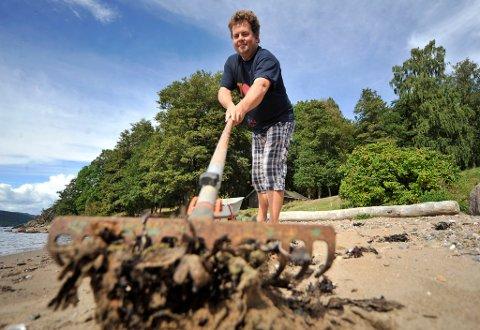 Anders Jacobsen har sørget for at Krokstrand har vært en badeperle for svært mange i sommer. Nå får han også ros.