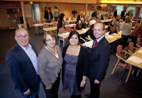 Pål Antonsen (V), Liv Tveter (Sp), Farrah Ghazanfar (SV) og Sindre Martinsen-Evje (Ap) er godt fornøyd med den politiske plattformen partiene har blitt enige om å gjennomføre de neste fire årene.