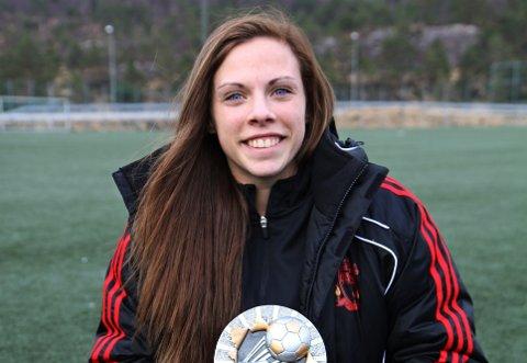 STORSKÅRAR: Jill Hermansen skåra heile 51 mål for Hordabø i fjor. Det er suverent mest i lokalfotballen, og 18-åringen er utan tvil ein verdig vinnar av den lokale gullstøvelen. I år prøver ho seg i Sandviken. (Foto: Endre Hopland)