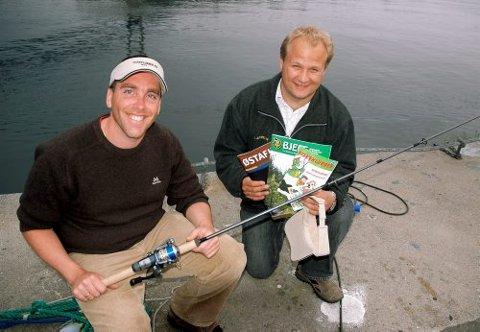 Fra venstre Kennth Broch Johnsen og Jarand Braathen Johnsen fisker nå etter de yngste som vil få et tilbud om fisketurer og masse gode opplevelser i naturen.