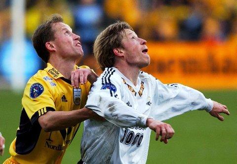 Spiller høyt.  Ørjan Berg (til høyre) er ikke helt ferdig med fotballen. Nå ønsker han sammen med brødrene Runar (til venstre) og Arild å realisere en fotballhall beregnet på uorganiserte i Bodø. ? Vi har undersøkt markedet. Behovet er så avgjort til stede, sier Ørjan Berg som likevel understreker at prosjektet er i en veldig tidlig fase.