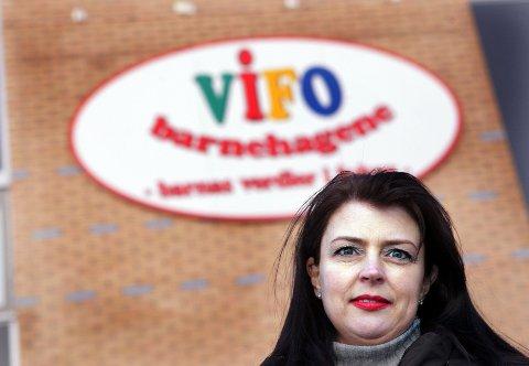 VAREMERKE: Nina Wiik har vært med i Vifo Romerike siden starten. Nå har solgt sin eierandel i Vifo barne      hagene AS. Hun er positiv til de nye eierne, som hun er sikker på vil videreføre varemerket Vifo.  FOTO: LISBETH ANDRESEN