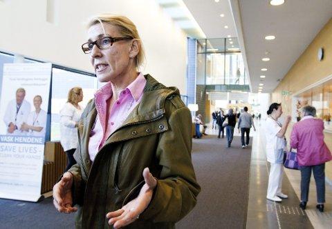 PÅ RETT VEI: Administrerende direktør Hulda Gunnlaugsdottir ved Ahus forsikrer at sykehusledelsen tar bruddene på arbeidsmiljøloven alvorlig. Begge foto: Roar Grønstad