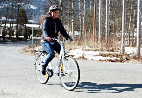 MEDVIND: Å sykle med denne elektriske sykkelen er som å ha god medvind i ryggen hele tiden.