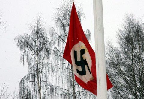 FORHATT: Film er film, derfor ble naziflagget heist på Øvre Øyen.