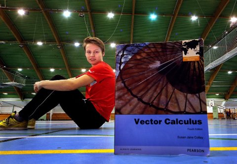 TALENT: Fredrik VAeng Røtnes henger ikke over matematikkbøkene dag og natt. Han bruker mye tid på å trene i klubben BUL Tromsø og er juniormester i kappgang.