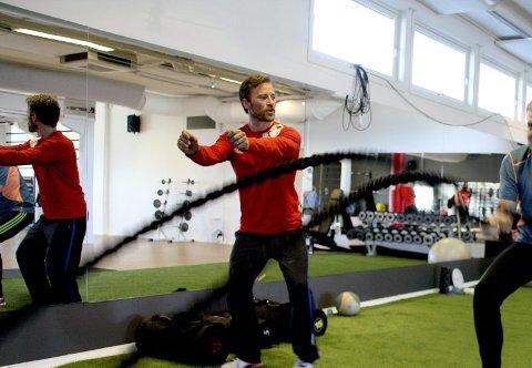 Trygghet. Å trene med PT er langt ifra en ny trend i Norge. ? Jeg bruker penger på dette fordi jeg føler meg trygg sammen med noen som kan trening, sier Are Kjellså.
