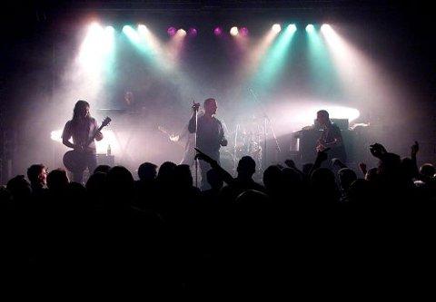 Raga Rockers spiller på Kroa i Bø 1. oktober. Her fra en konsert på Parkbiografen i Skien for fem år siden.