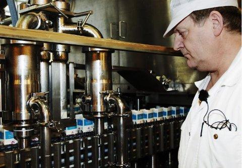 90 år. I 90 år har det vært produsert melk i bodø. Knut Larsen har vært med i 36 år og synes gårdagen var trist.