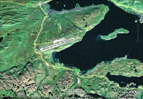 NYTT KART: En flyplass i Karlebotn, innerst i Varangerfjorden, vil gi kortere vei for flere og bedre regularitet, mener gruppa som har foreslått tiltak mot fraflytting. Rullebanen som er tegnet inn er på størrelse med Gardermoen vest.