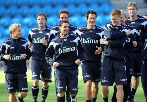 LAGKAMERATER: Bjørn Helge Riise (til venstre) skal nå spille sammen med Jarl-André Storbæk og Martin Andresen også på klubblaget. FOTO: SCANPIX