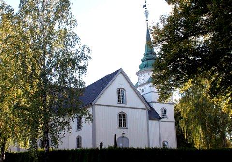 Kan den bygges opp igjen? Tilhengerne av å bygge ny kirke lik den gamle frykter at en arkitektkonkurranse skal resultere i en moderne kvasi-kirke porsgrunnsfolk flest ikke vil ha. Nå mobiliserer kopi-tilhengerne igjen.