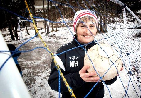 """26. januar 2013 kåret Halden Arbeiderblad sin første """"Årets ildsjel"""".  Vinneren ble Marianne Hammerstad som har jobbet for jentefotball i Kvik i mange år."""