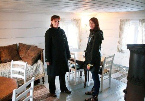 MØBLERT: alle husene på Hella er flyttet dit fra Tromsø sentrum av Tromsø Arbeiderforening, og er møbler og mulig å leie sommerstid.