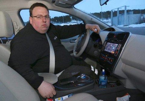 ANGRER IKKE: Etter ett år med elbil angrer Andreas Nordhus Johansen ikke på at han skiftet til elbil.