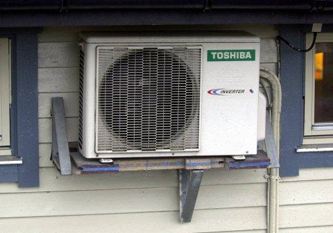 Folk som installerte varmepumper i 2003, for eksempel en som på dette bildet, er godt fornøyd med erfaringene.