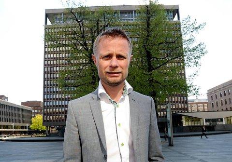 Bent Høie vil slå i hjel myten om at Høyre ikke er på parti med offentlig ansatte, som her i regjeringskvartalet.