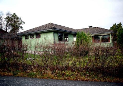 Denne eneboligen i Florø ble solgt for over 1,2 millioner mer enn taksten.