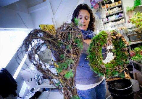 Molde Husebø har jobbet som blomsterdekoratør i 25 år. Hvert år ser hun fram til å lage årets juletradisjoner.