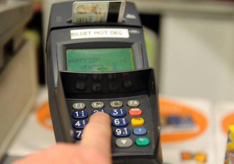 Vi bruker bankkortet oftere og oftere.