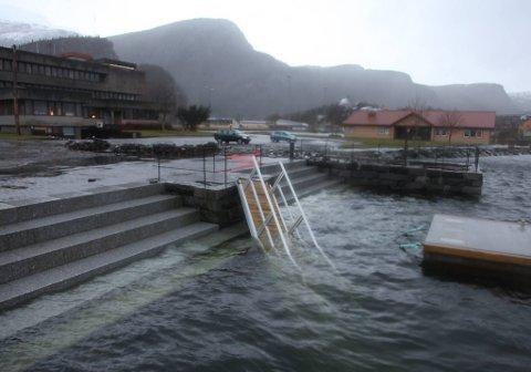 Landgangen i Svelgen i Bremanger ble ødelagt av stormen Dagmar.