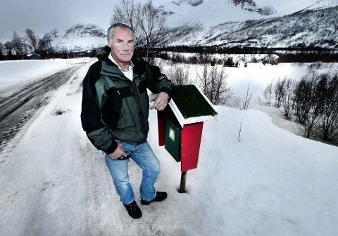 ETTERLATT: Hilbert Noralf Eriksen (67) bor like ved huset der onkelen Erling Eriksen ble funnet drept 16. november 2002. Ti år senere har han langt på vei gitt opp å finne ut hvem som er ansvarlig for Erlings død.