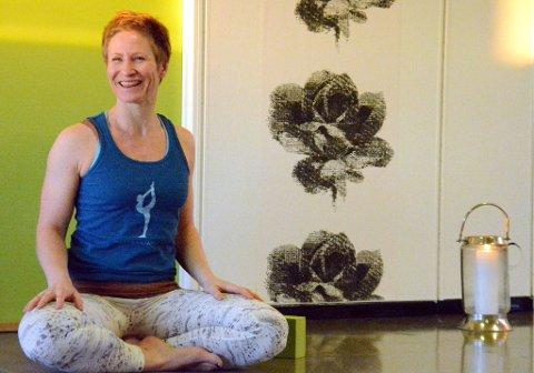 Innehaver av Lofoten Yogastudio og yogainstruktør, Mona Sveum, kunne i helga feire 1-års jubileum.