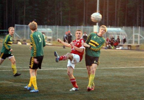 Her setter Morten Aakerøien inn sin scoring nummer 200 for Tynset.