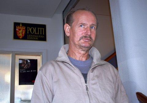 ANMELDER: Elias Akselsen varsler at han mandag vil anmelde Otto Jespersen og TV2 for ærekrenkelser med bakgrunn i badstuestuntet med tatere i Rikets Røst.FOTO: LARS FOGELSTRAND