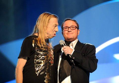 2008: Jahn Teigen er pauseunderholdning under MGP-finalen i Oslo Spektrum. Her sammen med programleder Per Sundnes.
