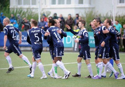Her jubler KBK-gutta etter 3-0 scoringen. Foto: Anders Tøsse