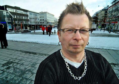 HETSET: Ante Utsi (39), opprinnelig fra Sjuossjavri utenfor Karasjok, forteller at han har opplevd at venner har vendt ham ryggen etter at han som 20-åring sto fram som homofil. Han tror det kan være verre for mange å stå fram åpent med sin legning i samiske miljøer, enn andre.