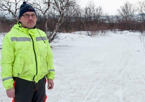 Asle Hansen fra Lakselv ventet vinter og vår på et svar fra Porsanger kommune angående forsøpling i Mobilskogen.
