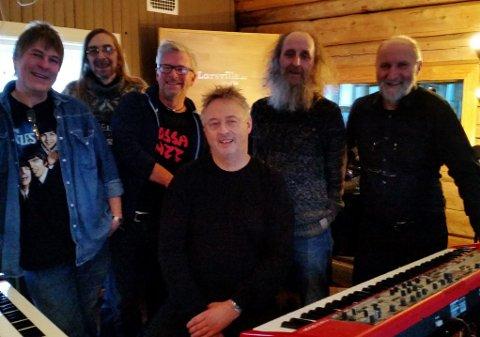 LARSVILLE: Bergstadens Old Stars i Studio Larsville i Stuggudal. (Foto: Privat)