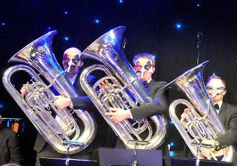 Bamble musikkorps, her representert ved tubarekka under en tidligere nyttårskonsert, får blant annet med seg Valenkoret når de arrangerer nyttårskonsert for fjerde gang 13. og 14. januar.