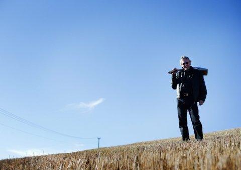 LUFT: Kim Therkildsen henter både inspirasjon og krefter ute i Guds frie. I kveld skal 55-åringen, som omtaler seg selv om «has been», finne ut om det holder til seier i låtskriverkonkurransen Bandwagon.foto: martin lundsvoll