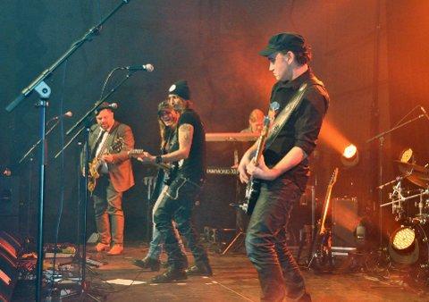 Blått & Rått starter sin konsertturnè etter nyplata Stifinner i Salangen  der plata for øvrig også er spilt inn. Dette bildet er fra støttekonserten i Salangen i januar i år.