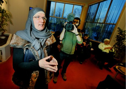 SKUFFET: Sandra Maryam Moe, leder i Alnor i Tromsø, mener Nordlys viderebringer skremselspropaganda om menighetens samarbeidspartner Islamic Research and Education Academy (IERA) i Storbritannia. Foto: Torgrim Rath Olsen